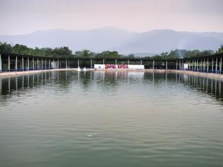 sekitar kolam